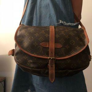 Louis Vuitton Saumur 30 Handbag!Amazing condition!